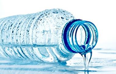 خطرات استفاده از بطری های آب معدنی